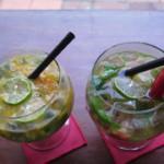 Drink v levo je jeden z nejlepších, co jsem kdy měl, bohužel jsme si zapomněli vyfotit složení, pamatuju si jen gin, mango.
