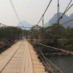 Most přes řeku cestou do blue lagoon