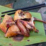 Grilované kuře na palmovém listu