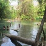 Řeka z horkých pramenů, voda má cca 30°C