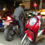 Thajský policajtí budí celkem respekt v porovnání s okolníma zeměma